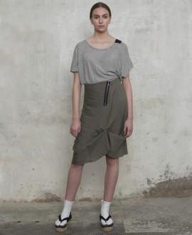 Falda semi-plisada