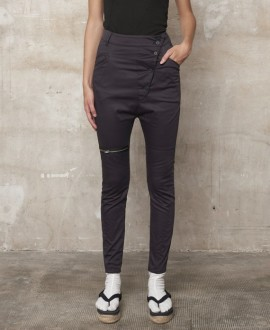 Knee zipper trousers