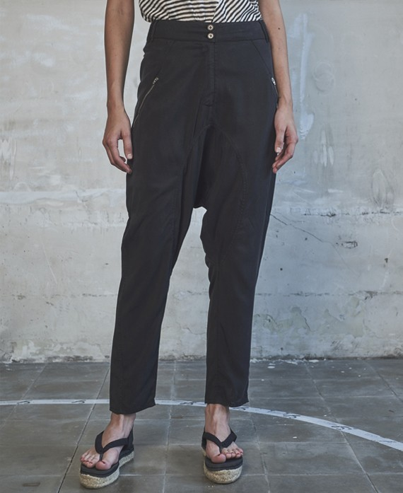 Low-rise trousers black