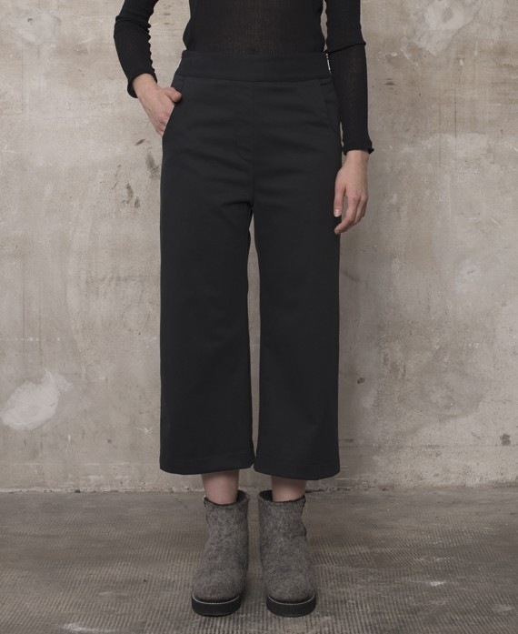 3/4 wide trousers